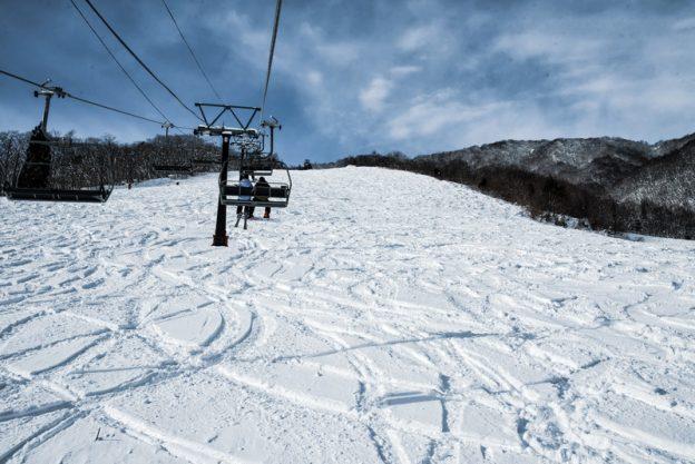 (C)クマキ未圧雪斜面に付いたシュプール