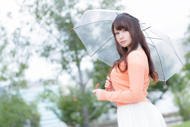 (C)すしぱく ぱくたそ「今日の天気をお伝えする美人気象予報士」(フリー素材)茜さや